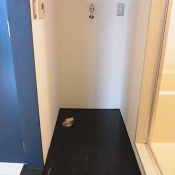 脱衣所には洗濯機置場と・・・※写真は前回募集時のものです
