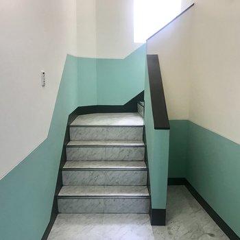 階段もミント系!爽やか〜!