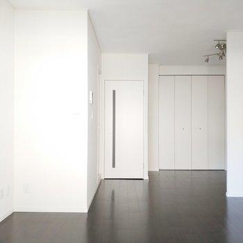 奥までしっかりと光の入るお部屋です!