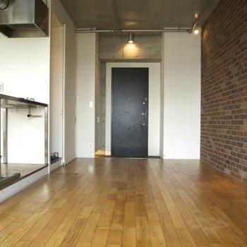 入り口側を見るとこんな感じです※写真は同間取り別部屋のものです