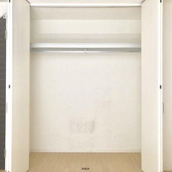 開けるとこんな感じ。上の棚と合わせて容量たっぷり。