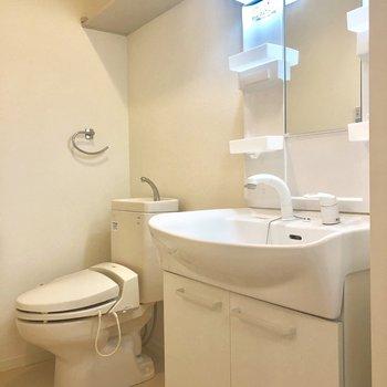 脱衣所内にトイレも。広さあります!