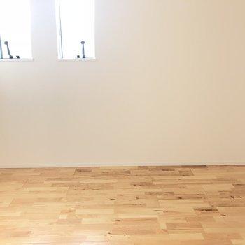 【洋室3.8畳】木目調の床が可愛いお部屋 ※写真は前回募集時のものです