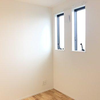 【洋室3.8畳】2つの窓があり光がたっぷりのお部屋 ※写真は前回募集時のものです