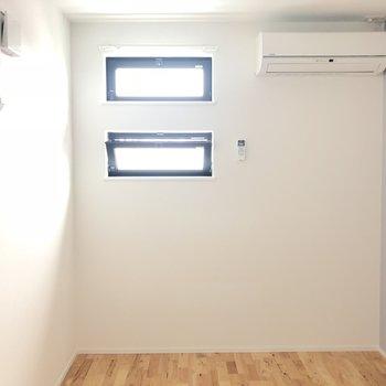 【洋室4帖】ここにも小窓が! ※写真は前回募集時のものです