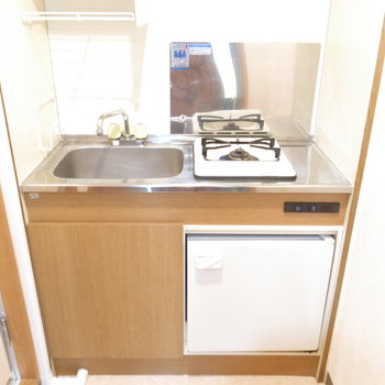 キッチンにはミニ冷蔵庫!