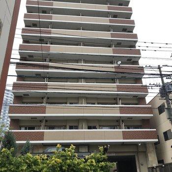 13階建ての大きなマンションです。