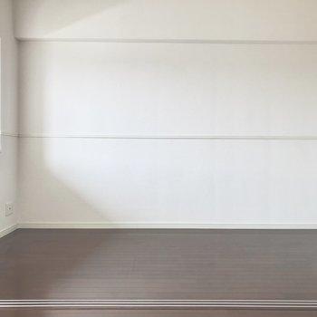 出窓がある洋室。とっても明るくて心地よい◎