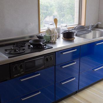 【LDK】青色が空間のアクセントに。※家具はサンプルです
