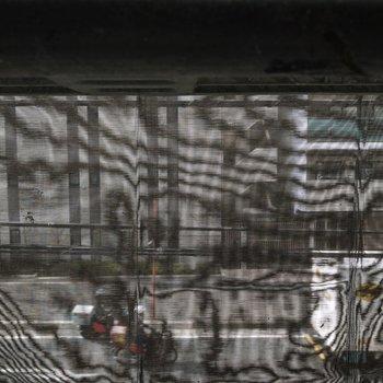 バルコニーからの眺めは車道が見えます。