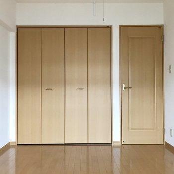 扉の色が優しくて落ち着きます。