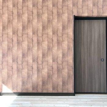 和室への襖はお部屋に合わせて茶色にペイント♬