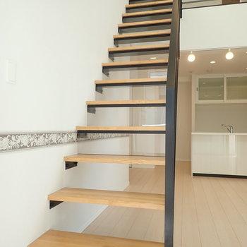 階段を上がって洋室へ。