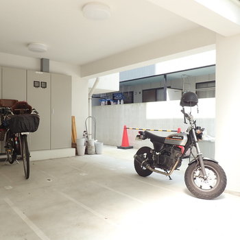 屋外には駐輪場がありました。