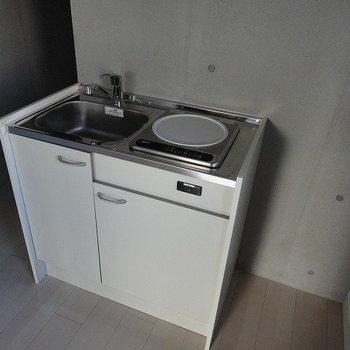 キッチンはコンパクト※4階別部屋同間取りの写真です。