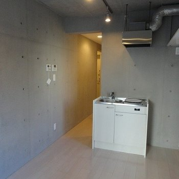 コンクリ打ちの内装※4階別部屋同間取りの写真です。