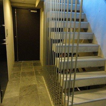 共用部だtってカッコイイ※4階別部屋同間取りの写真です。