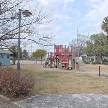 近くには大きな公園もあります。
