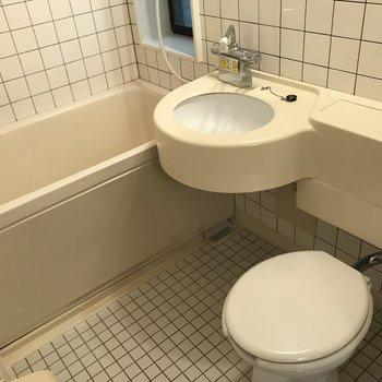 お風呂場です。水回りが端に寄ってるので便利です