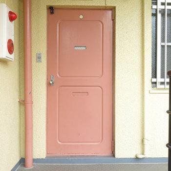 ピンクの扉なのです!