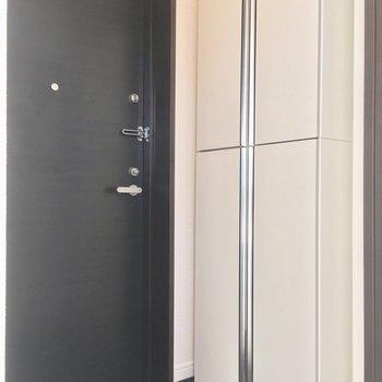 玄関は居室と引き戸で仕切ることができますよ