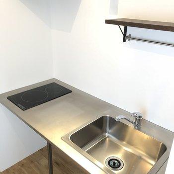 キッチンはIH2口でスッキリ。