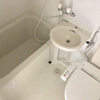 3点ユニットですがウォシュレットも浴室乾燥機も付いてます◎