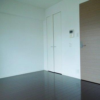シンプルきれいなお部屋 ※写真は10階の同間取りのお部屋です。