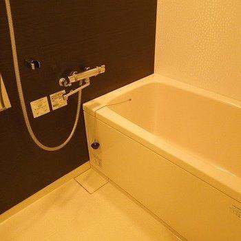 お風呂もゆったり  ※写真は10階の同間取りのお部屋です。