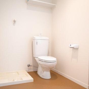 洗濯機置き場とトイレも同室です。