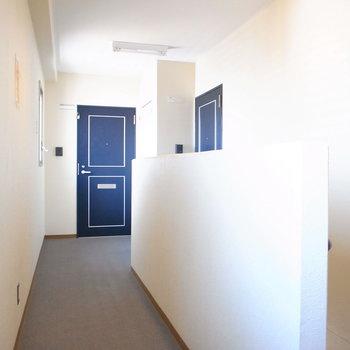 【共用部】廊下の突き当たり、角部屋です!