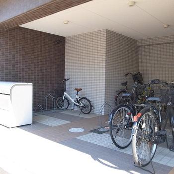 【共用部】駐輪場とゴミ置き場はマンションの入り口に。