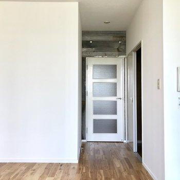 玄関側とはドアで仕切られてるから安心。