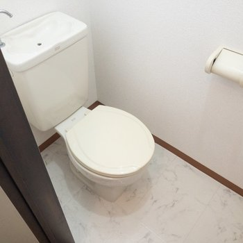 温水洗浄便座は付いていません。