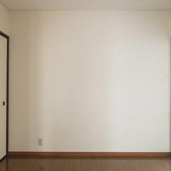 【洋室4.5帖】シンプルで落ち着いています。