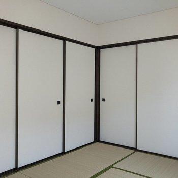 【和室】左手が4.5帖の洋室、右手が6.0帖の洋室になっています。