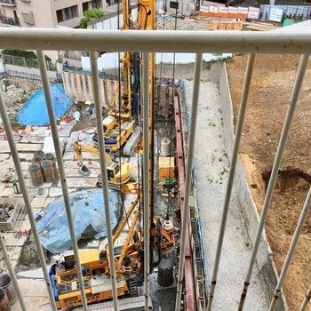 下では工事してました。何が建つんだろう。※9階の同間取り別部屋の写真です