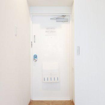 玄関の色合いも素敵だなぁ。