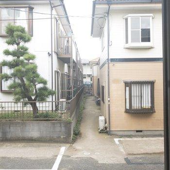 洋室からの眺望。住宅街ですね◎