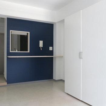 カウンター付きのキッチンがおしゃれ!※写真は同間取り別部屋のものです。