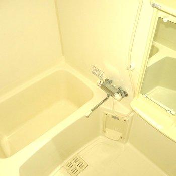 清潔感のある浴室!※写真は同間取り別部屋のものです。