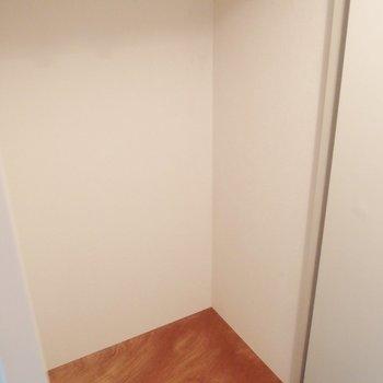 収納は玄関に※写真は同間取りの10階のお部屋