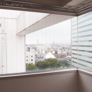 遠くの街が見えます※写真は同間取りの10階のお部屋