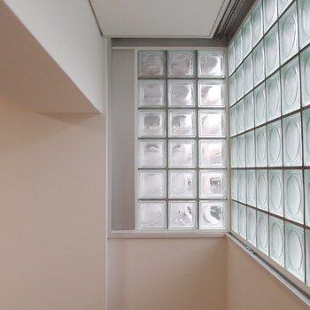 ふたつの窓、やさしい光。
