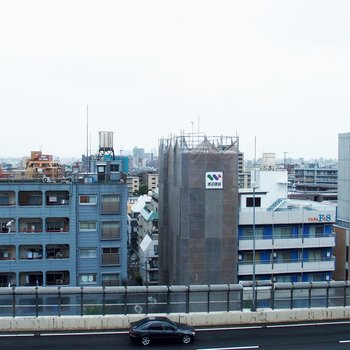 バルコニーからの眺めは開けてます!※10階からの眺望となります