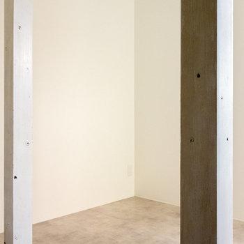 1階まで柱が。床はコンクリート。