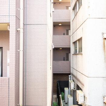 上階・大きな窓から眺望です。