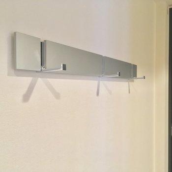 このフック、使えそうです※写真は5階の反転に似た間取り別部屋のものです