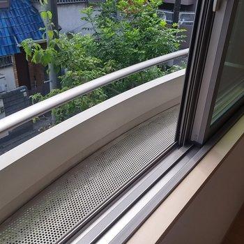 これが噂のフラワーボックス。※写真は2階の同じ間取りの別部屋です。
