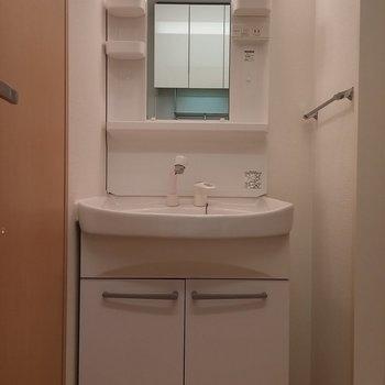 洗面台が独立しているのは高ポイント。※写真は2階の同じ間取りの別部屋です。